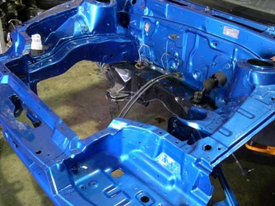 При качественной покраске моторный отсек выглядит, как с завода