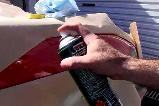 Акриловая краска в баллончиках позволяет произвести ремонт ЛКП, не заезжая в мастерскую
