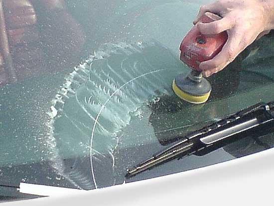 Глубокие царапины на стекле удаляются при обработке обширной площади