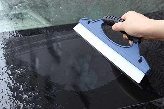 Силиконовый скребок для автомобильных стекол