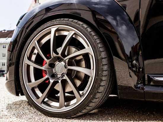Спортивная низкопрофильная резина улучшает управляемость автомобилем