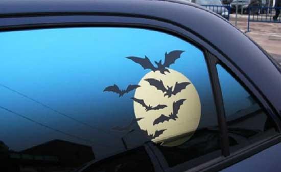 Эффектный рисунок пленкой на автомобильном стекле