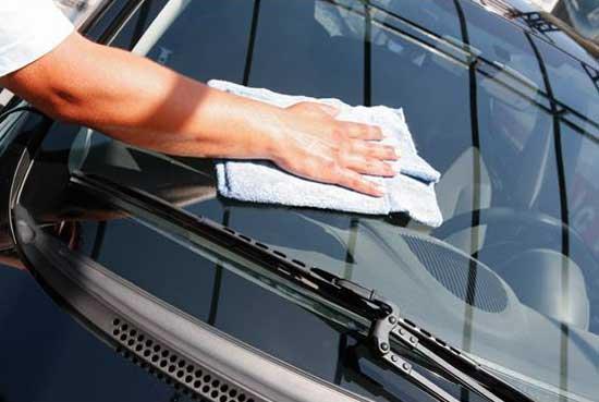 Отполированное стекло автомобиля обладает максимальной прозрачностью