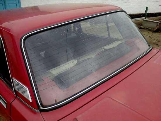 Заднее стекло ВАЗ 2106 имеет незначительную кривизну