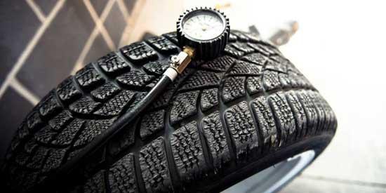 В зимних шинах проверяйте давление не реже раза в 2 недели